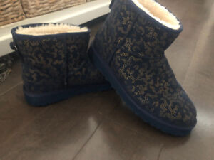 As new ~ limited edition authentic Ugg boots ~ women's 10 ~