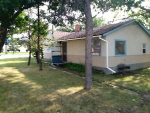 2 Bedroom House in Maple Creek for Rent