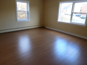 3556 Connaught,Bright,Clean 2 Bdrm,Heat,Hot W,Renovated