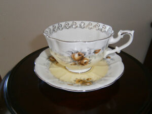 EXCEPTIONAL ROYAL ALBERT 'DAYBREAK' CUP AND SAUCER SET