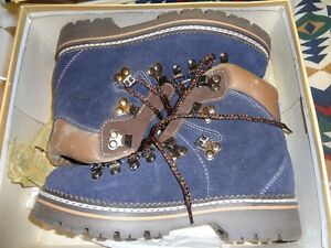 Ladies suede Hiking Boots