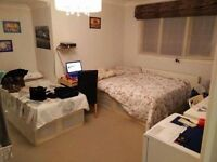 J LUXURY HOUSE, HUGE DOUBLE ENSUITE& SINGLE ROOM IN AN AMAZING HOUSE