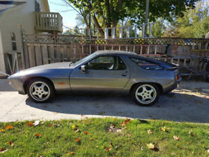 1986 Porsche 928 S Coupe (2 door)