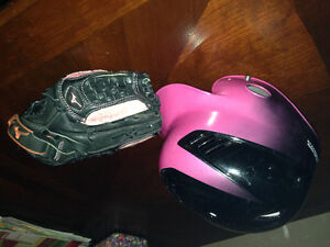 Girl's helmut and glove