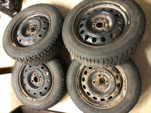 4 winter tires 175/65r/14 with rims - 4 pneus d'hiver avec jante