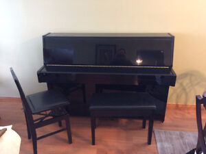 1986 Yamaha 42' upright black ebony C108