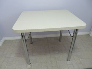 Charming Dining/Kitchen Table $ 50.00 OBO