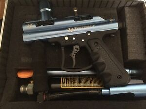 Paintball Gun with case and paintballs
