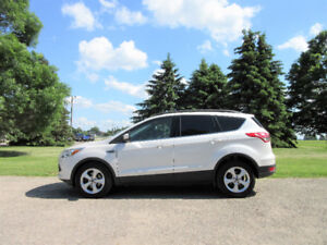 2014 Ford Escape SE Crossover w/ NAVIGATION & 4 NEW TIRES!!