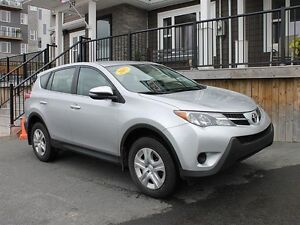 2015 Toyota RAV4 LE / 2.5L / Like new!