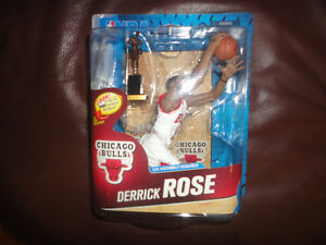 MCFARLANE CL DERRICK ROSE WITH MVP TROPHY NUMBERED #/1250