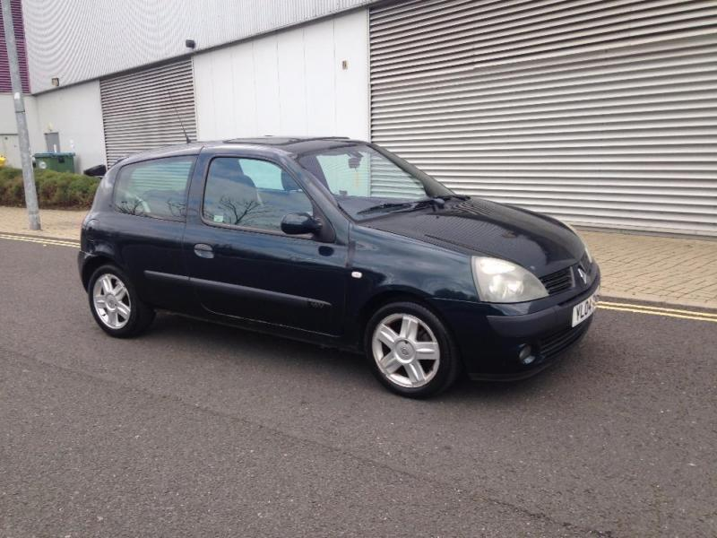 2004 04 renault clio 1 2 dynamique 16v green manual petrol in garforth west yorkshire. Black Bedroom Furniture Sets. Home Design Ideas