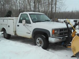 1999 Chevrolet 3500 snow plow truck w/ utility box
