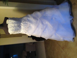 WEDDING GOWN MUST SEE MOVING MUST SELL