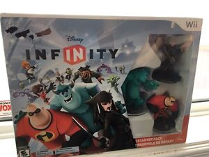 Wii Disney Infinity Starter pack plus 10 more characters