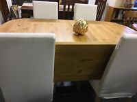 Large pine extendable table with 4 chairs