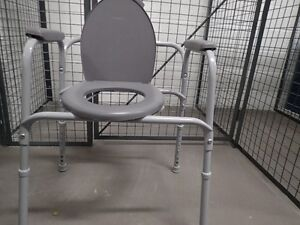 Elevated Toilet Seat (Seniors or Handicapped) MOVING SALE/URGENT
