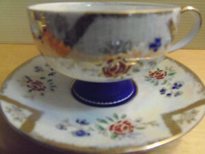 Bone China Tea Cups & Saucers, Exquisite! Lovely! Collectible! London Ontario image 4