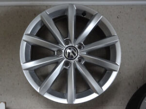 4  MAGS 5X112 VW 17 INCH POUCE LIKE NEW 2017ORIGINAL VW