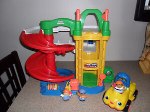Fisher Price Little People Garage with People & Sound Car