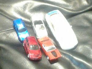 petites voiture de couleur différents