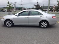 2010 TOYOTA CAMRY - LE - 4 CYL - TOIT- BLUETOOTH- 8 PNEUS