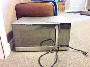 Stainless steel microwave London Ontario image 1