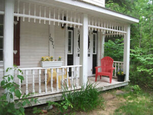 Tatamagouche area, lovely old farmhome right on the river !