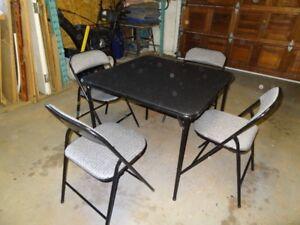 table à cartes et 4 chaises
