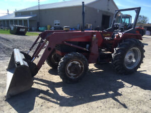 Universal 453 4WD Loader Tractor