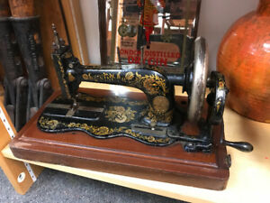 Antique fiddle base singer hand crank sewing machine