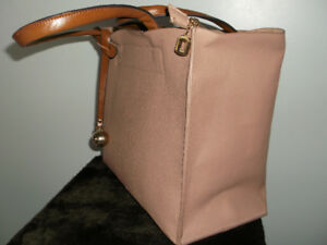 "PRICE REDUCTION---NEW ""Suttles and Seawinds"" Leather Bag"