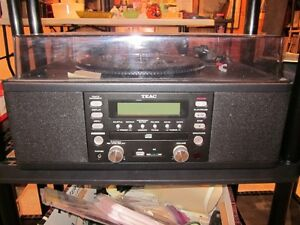 Teac turntable with CD player