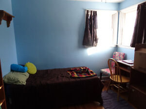large main floor furnished room available january 1st Peterborough Peterborough Area image 3