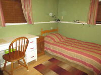 1 room left to rent to a Viu student-a male prefered