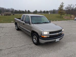 2001 Chevrolet Silverado - very clean truck