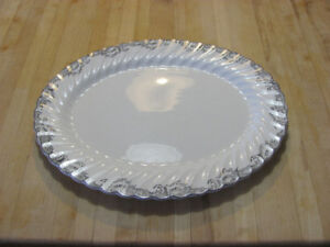 Kitchen dishware / serving dishes