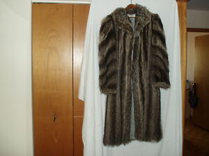 LADIES RACOON FUR COAT West Island Greater Montréal image 2