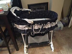 Bassinet Cambridge Kitchener Area image 1