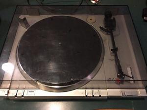 Turntable - AKAI Model AP-Q41 Quartz Digital Direct Drive
