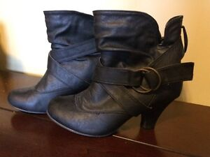 Short cut boots with small heel