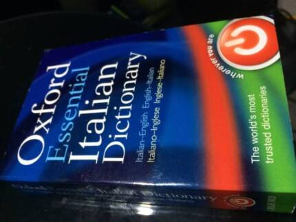 BRAND NEW OXFORD ESSENTIAL ITALIAN DICTIONARY FOR SALE.