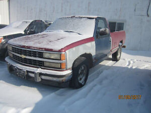 JUST IN FOR PARTS! 1990 GMC SIERRA @ PICNSAVE WOODSTOCK!