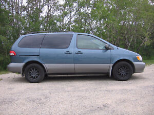 2002 Toyota Sienna LE LOCAL LOW KMS