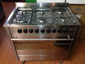 6 hubs gas cooker and electric oven