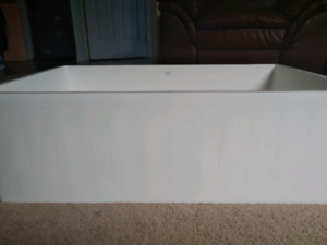 Farmhouse sink 30x18x9 1/4 and faucet