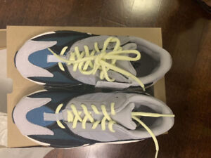 dbcfa4ff073 Yeezy Wave Runner 700 Size 7 DS