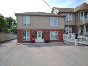 2 BED/ SELF-CONTAINED / BORDERING HAMILTON-STONEY CREEK