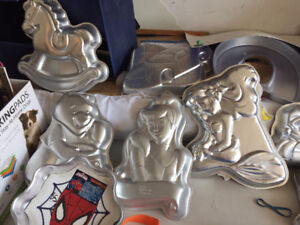 10 Character Cake Pans