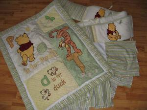 Literie lit bébé et accessoires Winnie the Pooh. Prix varié